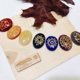 Piedras chakras grabadas