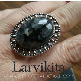 Larvikita anillo