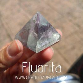 pirámide de fluorita pequeña gemoterapia facil