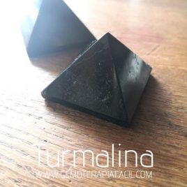 pirámide de Turmalina negra natural gemoterapia facil